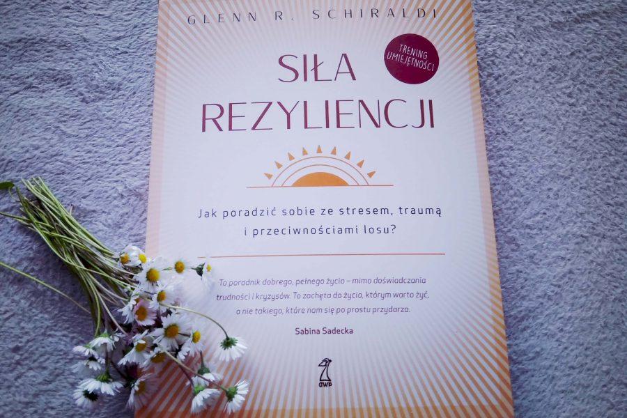 """Recenzja książki psychologicznej – """"Siła rezyliencji"""" G. Schiraldi"""